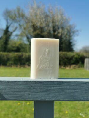savon produits de beauté au lait d'ânesse